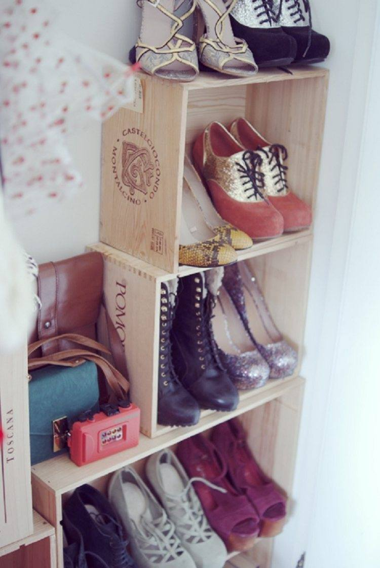 Simple designed custom shoe rack of wooden alcohol drinks' container