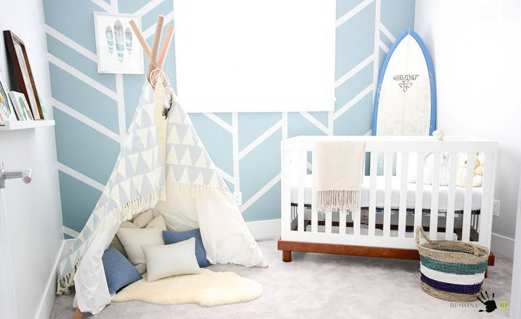 Nursery Interior Design Ideas with Photos and Practical Advice. Small wigwam as decoration for the space with stripes on the walls