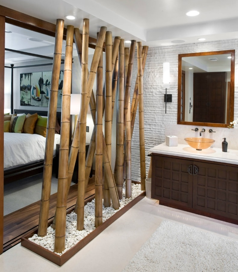 Ensuite Bathroom as the Way to Organize Space. Bamboo partition between bathroom and bedroom zones in Oriental style