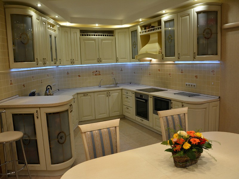U-shaped large kitchen with dining zone and three levels of lighting