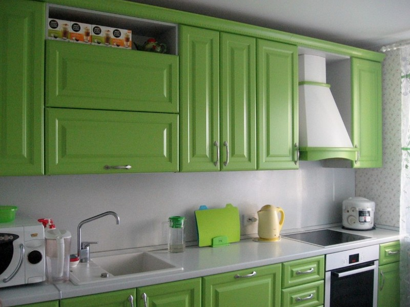 Classic Kitchens: Facades, Interior Design Ideas, Layouts, Advice. Green facades