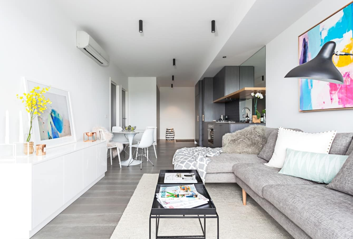 Oblong studio apartment with the lounge zone in the center