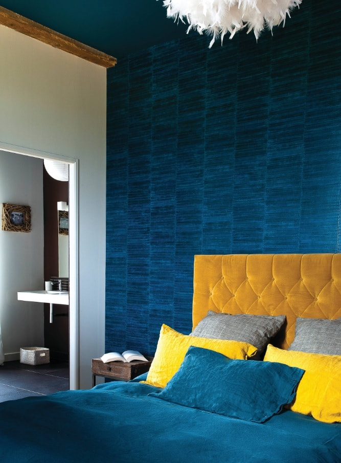 Blue and yellow color scheme for the bedroom