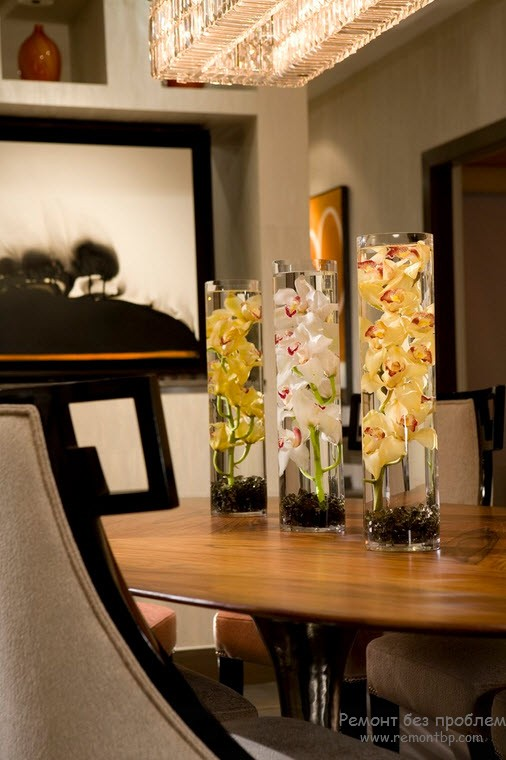 Glass vases design to decorate the table