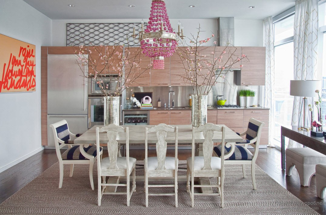 Vases in the Interior: Original Ideas on Decorating your Home. White colored dining room
