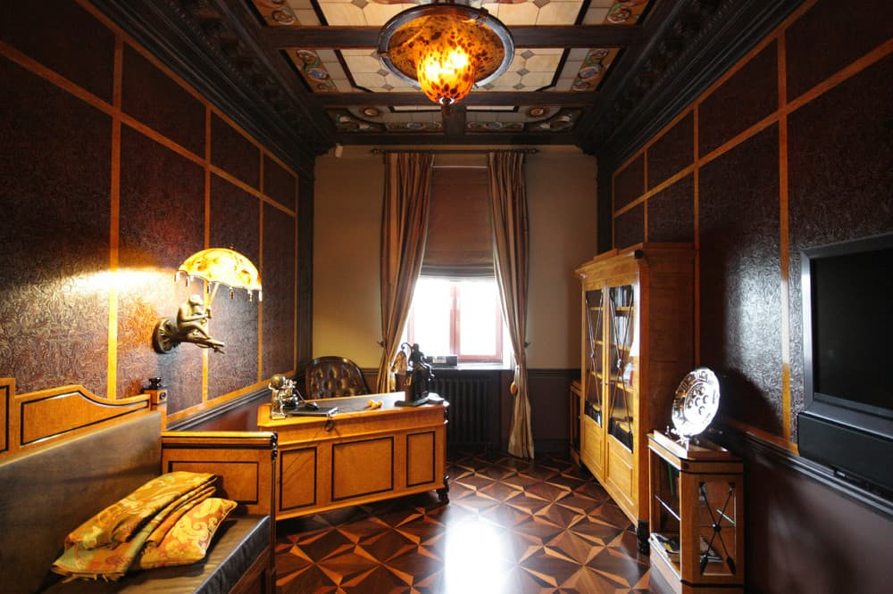 1920s Interior Design in Action: Real Apartment in Deep Retro. Notes of the Empire style in the home office