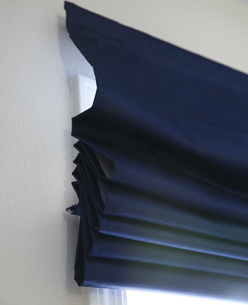 DIY Custom Roman Shades with Practical Master Classes and Photos. Dark blue folds of the shades