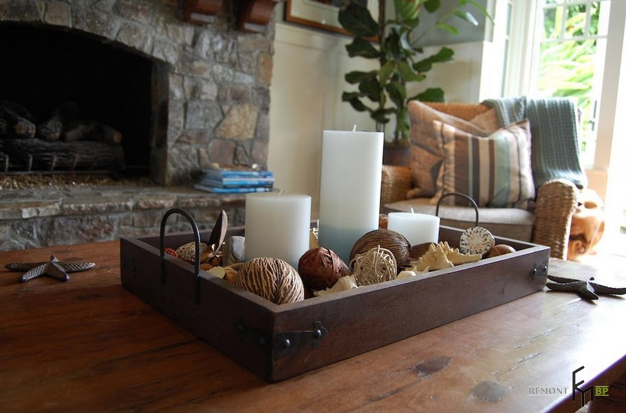 Functional and decorative tray with trifles and candles