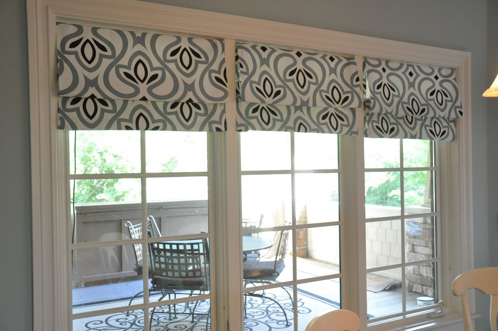 Black pattern on the panoramic window's shades