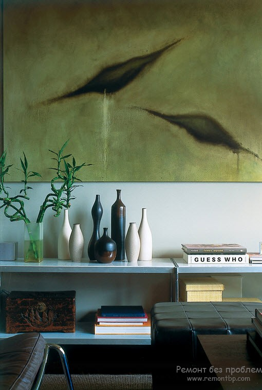 Vases in the Interior: Original Ideas on Decorating your Home. Picture decorated walls and the composition of vases under it