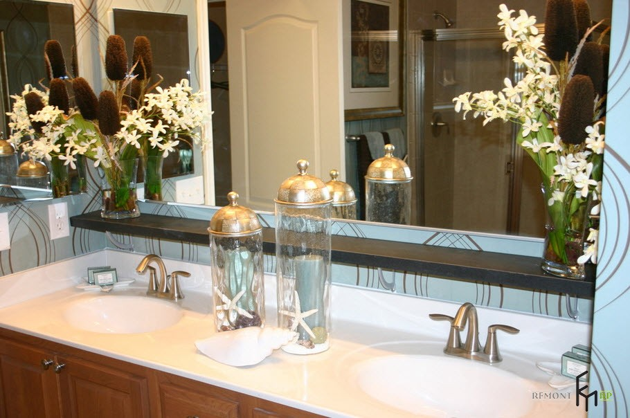 Kitchen vanity with mirror and glass decorations