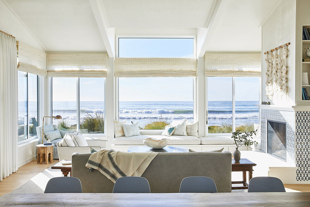 Sunny California Beach House Project in White. Panoramic windows from the living room to the Pacific Ocean