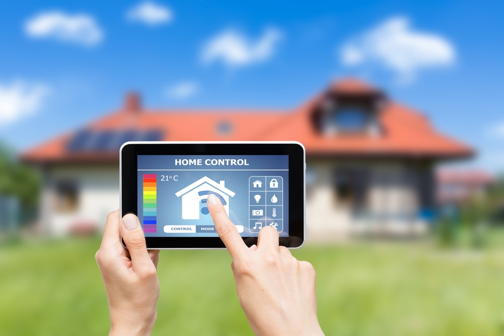 Looking for Luxury Home? Look at What Expert Home Builders Are Saying. Smartphone house remote control