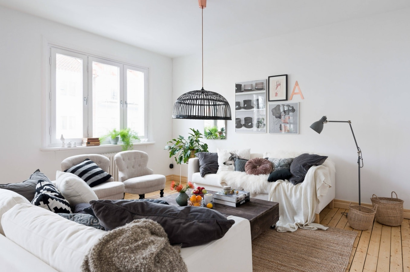 Nordic Interior Design Examples in Real Homes Photos. Absolutely white wall decoration for casual perception