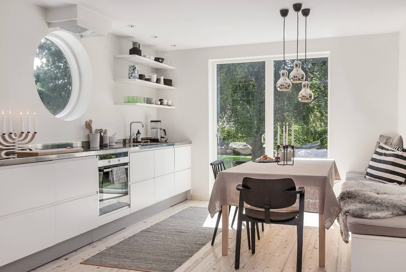 Nordic Interior Design Examples in Real Homes Photos. Gorgeous minimalistic kitchen in white with large balcony window