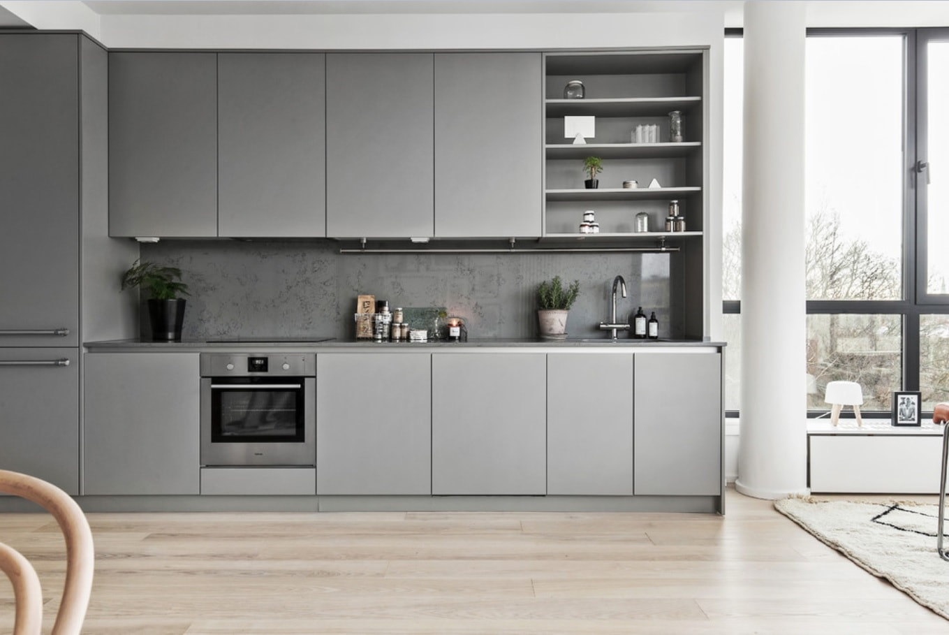Nordic Interior Design Examples in Real Homes Photos. Smooth gray facades in the modern kitchen with alder colored laminate