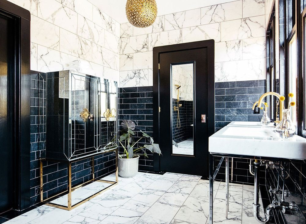 Black Bathroom Interior Design Ideas with Photos and Remodeling Advice. Two color designed space with plant decoration
