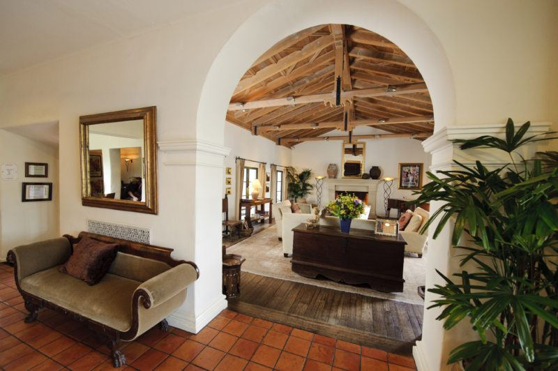 Mediterranean house with wooden ceiling and arched passes