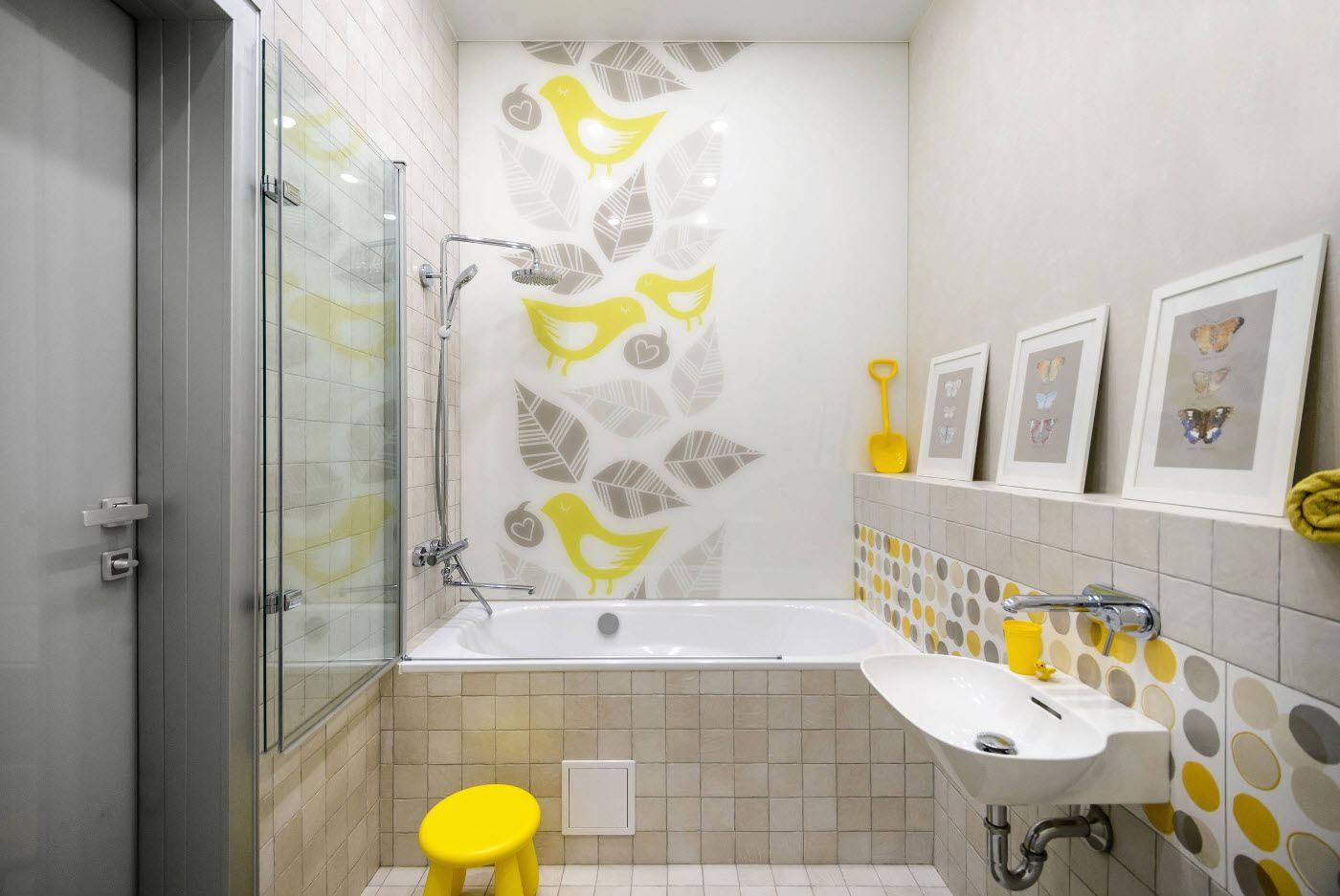 Bathroom Wall Finishing Materials Overview. Floral motif in light room