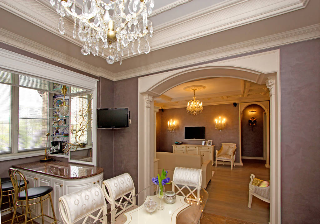 Arch in the Living Room: Unusual Design with Photos. Classic design with stucco and figured ceiling