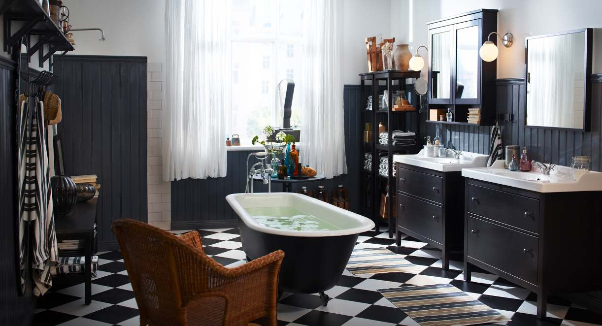 Unusual central bathtub location for large Classic bathroom with checkered floor