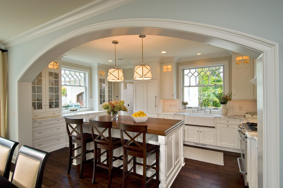 Large arch all over the classic styled dining zone
