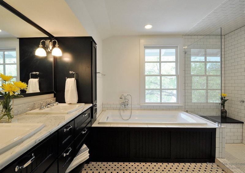 Black Bathroom Interior Design Ideas with Photos and Remodeling Advice. Classic black and white color combination