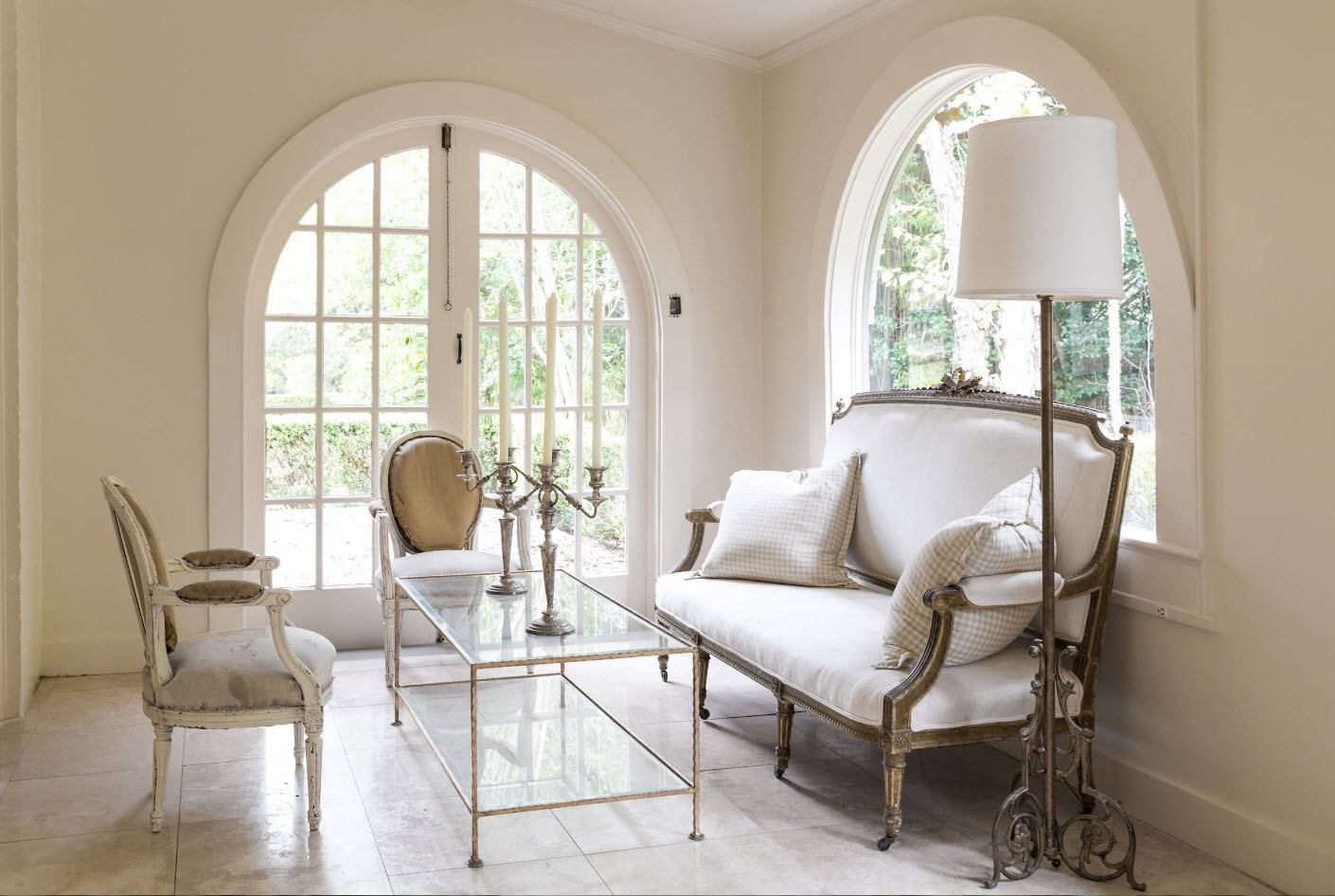 Arch in the Living Room: Unusual Design with Photos. Arched entrance door of glass sash