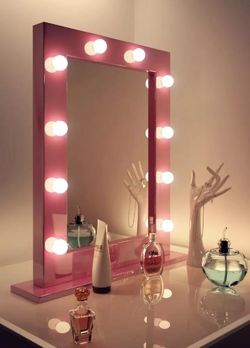Stage mirror in the boudoir