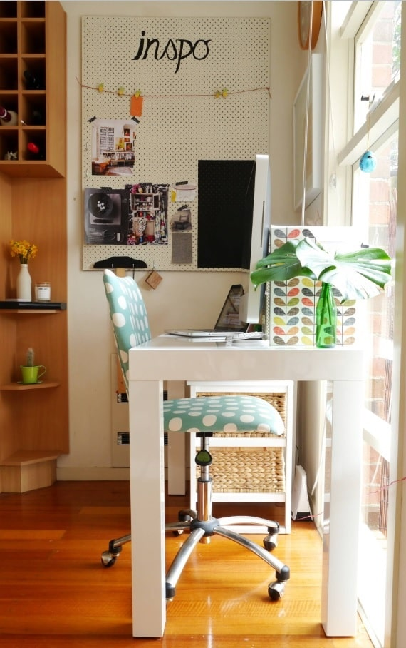 Power and Productivity: Home Office Decorating Ideas that Make Sense. Very personal space with plant and trifles