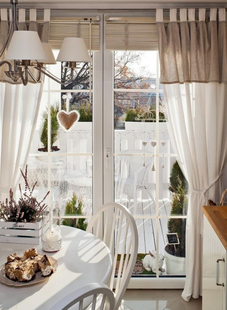 Balcony Curtains: Actual and Fashionable Decoration Ideas. Classic drapes at combined kitchen-balcony
