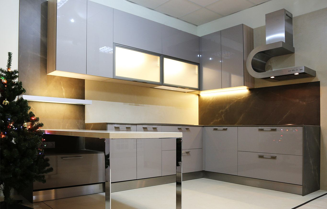 Light gray and brown color scheme for modern kitchen