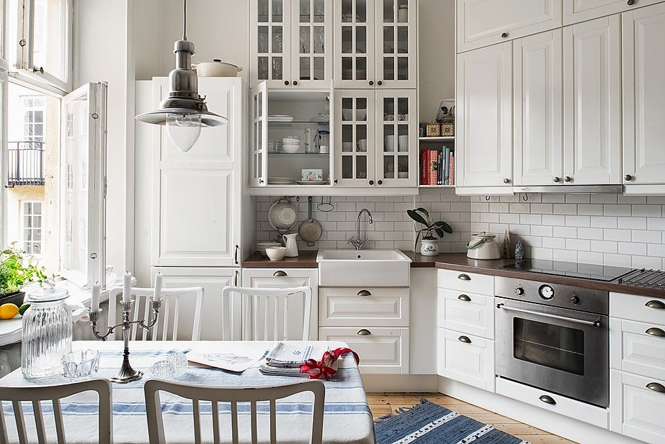 Scandinavian Style Kitchen: Interior Decoration and Furniture Ideas. Nice Classic furniture with sash windows and carved facades