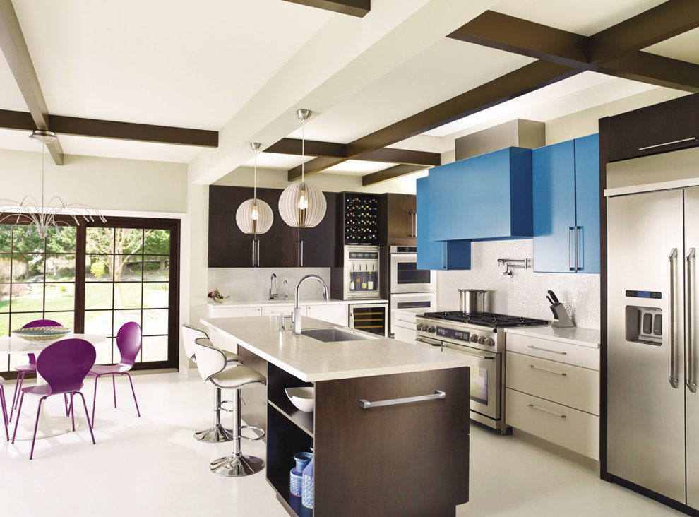 Nice contrasting color play at the modern kitchen with all functional areas included