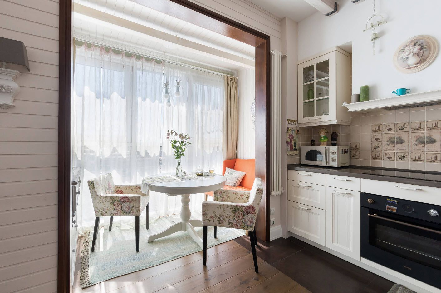 Nice combined kitchen and balcony full of natural light and airy tulle