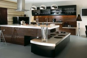 Modern Style Kitchen Design Ideas and Arrangement Advice with Photos. Chocolate tint for the splashback and large multilevel island