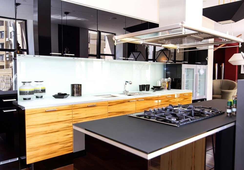 Light wooden and black color combination for modern designed kitchen