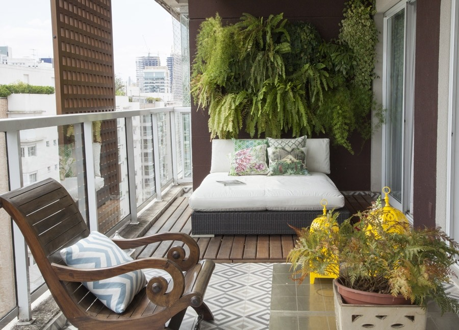 Large Balcony Design Ideas: Modern Trends in Furniture and Decoration. Nice cozy Classic furniture with white seats