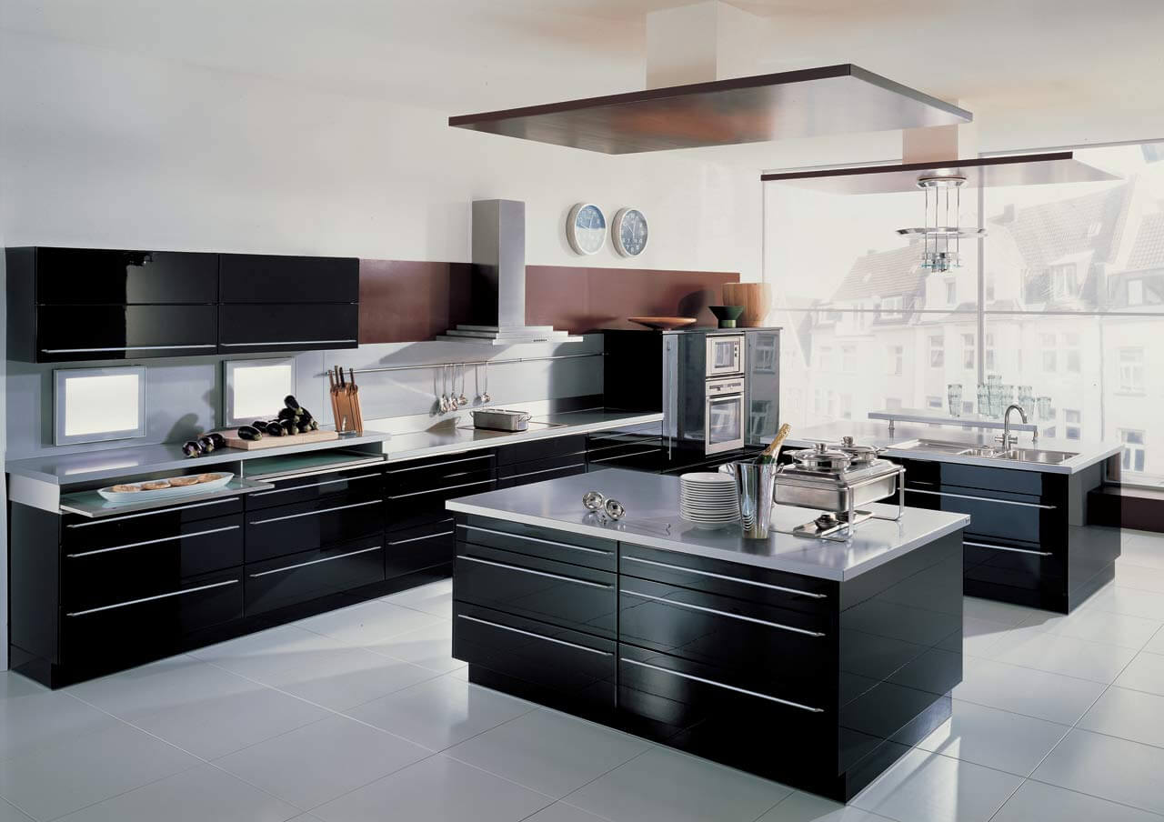 Modern Style Kitchen Design Ideas and Arrangement Advice with Photos. Black furniture and island in the white spacious room