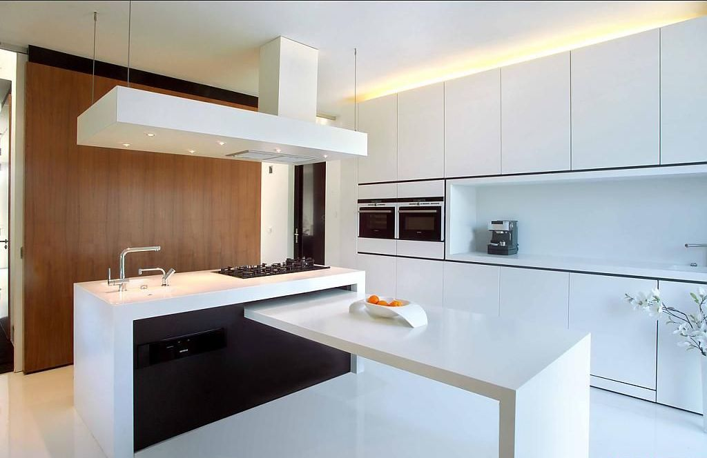 Modern Style Kitchen Design Ideas and Arrangement Advice with Photos. Strict lines and sparkling surfaces for white designed kitchen