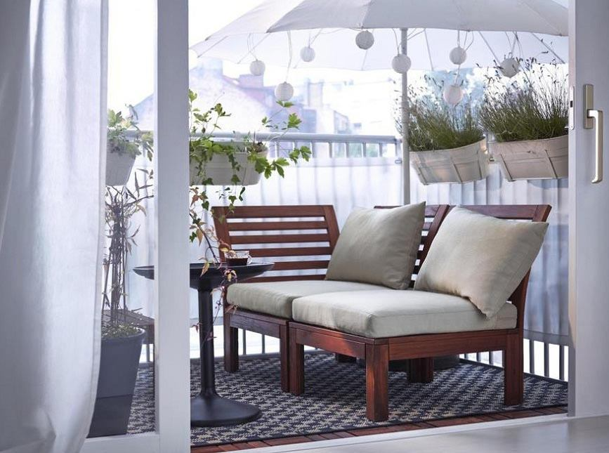 Large Balcony Design Ideas: Modern Trends in Furniture and Decoration. Relaxing area with sunbeds on wooden frame