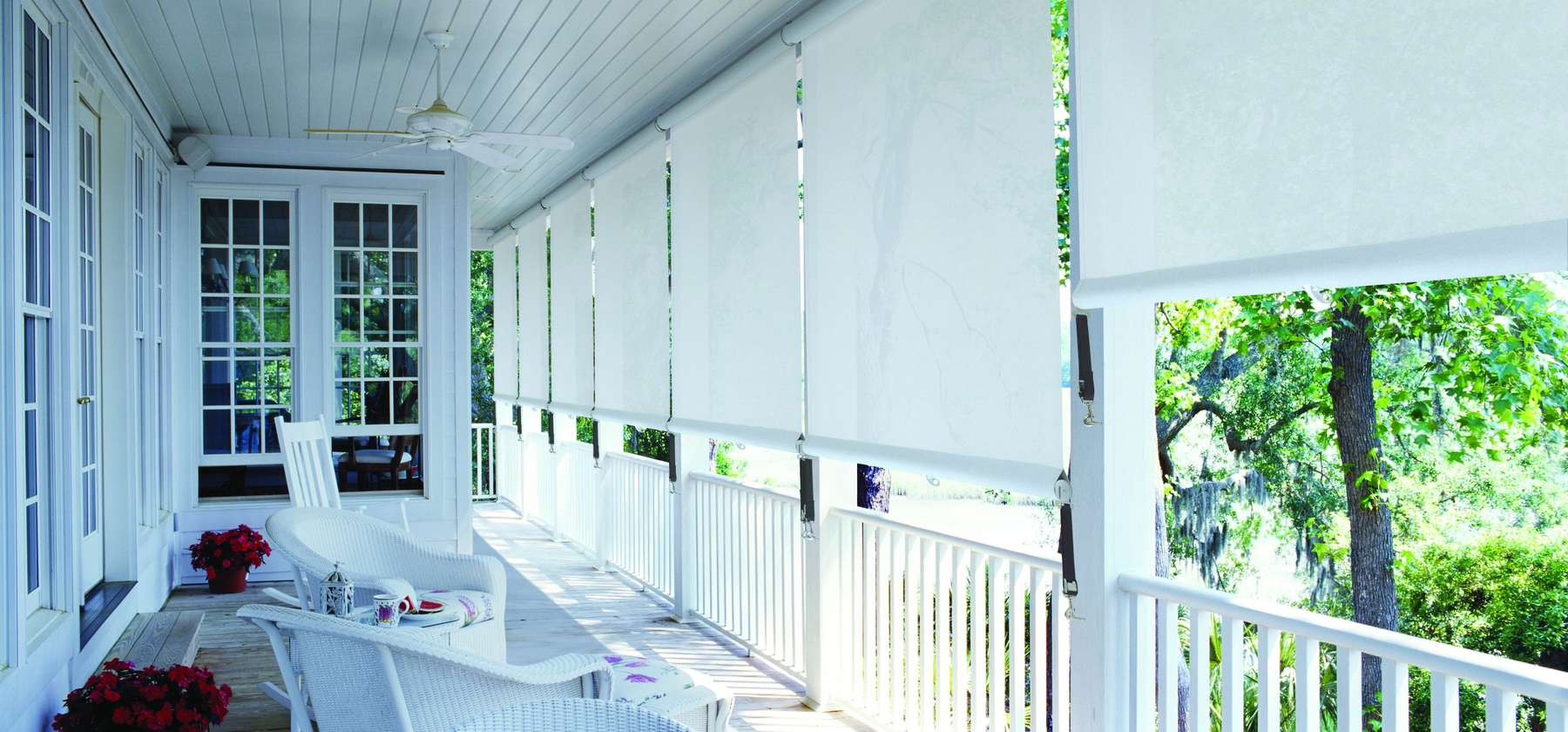 Balcony Curtains: Actual and Fashionable Decoration Ideas. White vertical blinds