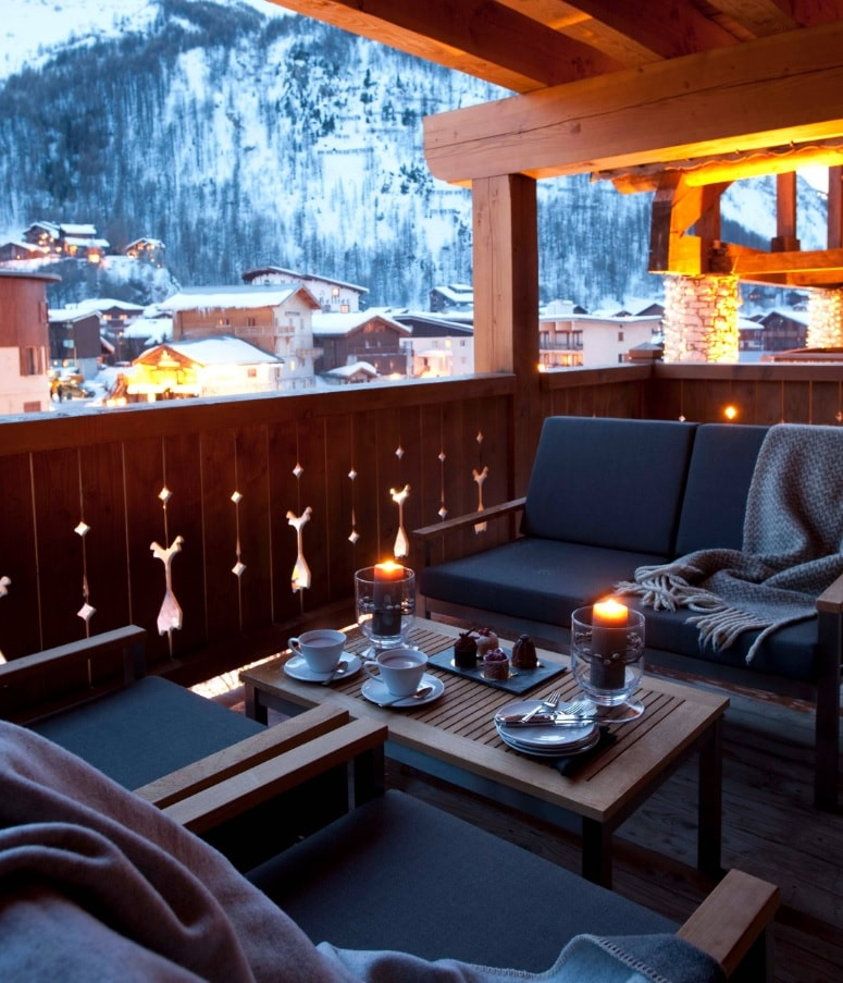Chalet Style Interior Decoration: Relevance and Finishing Advice. Terrace at the wooden cottage