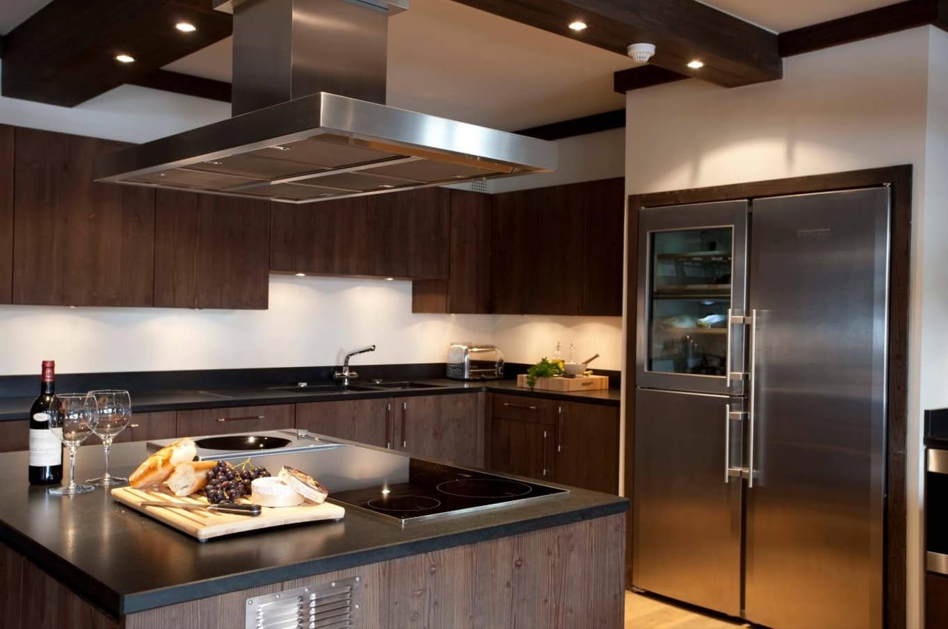Chalet Style Interior Decoration: Relevance and Finishing Advice. Modern styled kitchen