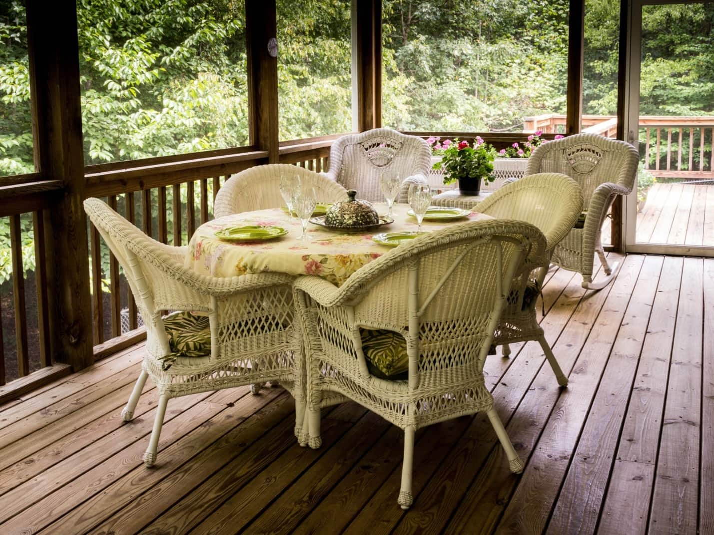 5 Unique Deck Ideas To Make The Most Of Your Small Yard
