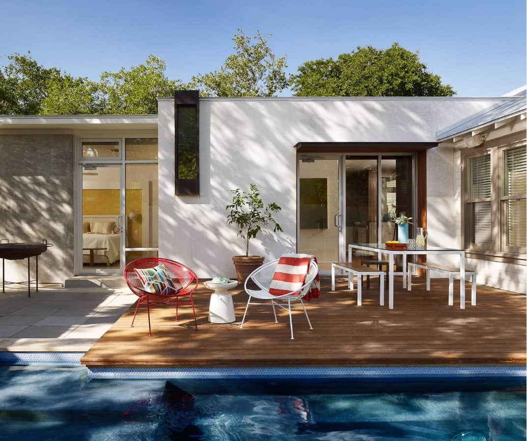 5 Unique Deck Ideas to Make the Most of Your Small Yard. Cozy modern resting zone at the pool