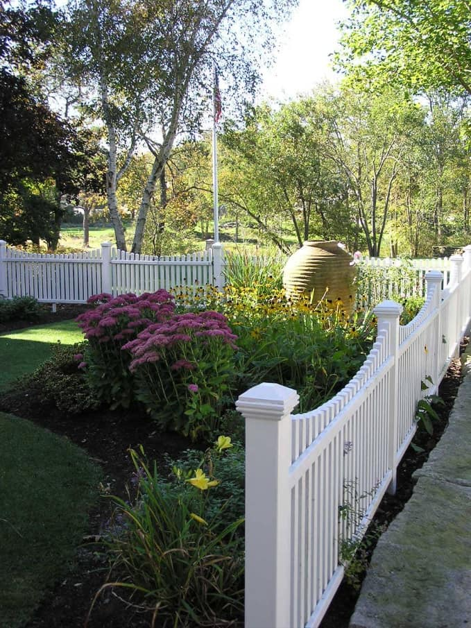 How to Choose the Appropriate Fence For Your Yard? White low fence at the private house