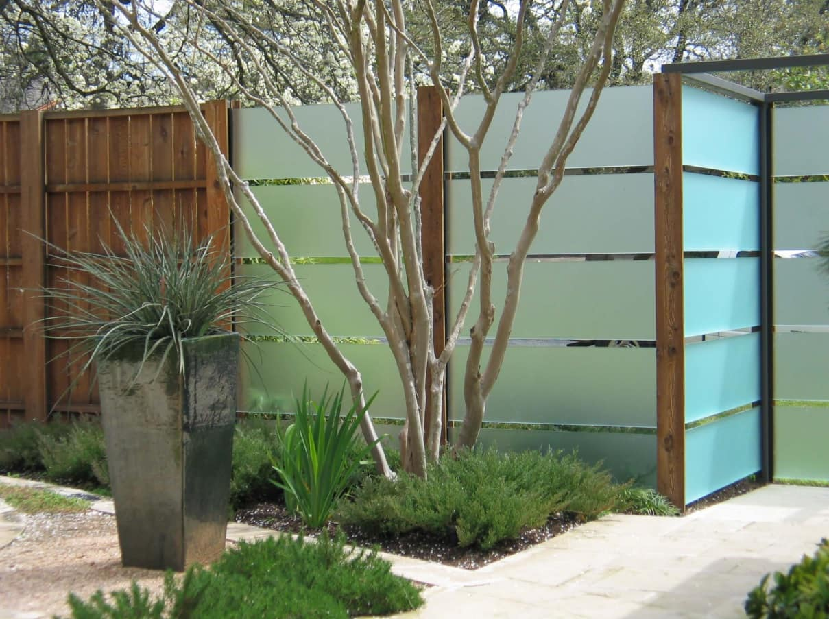 How to Choose the Appropriate Fence For Your Yard? Metal and wooden combined