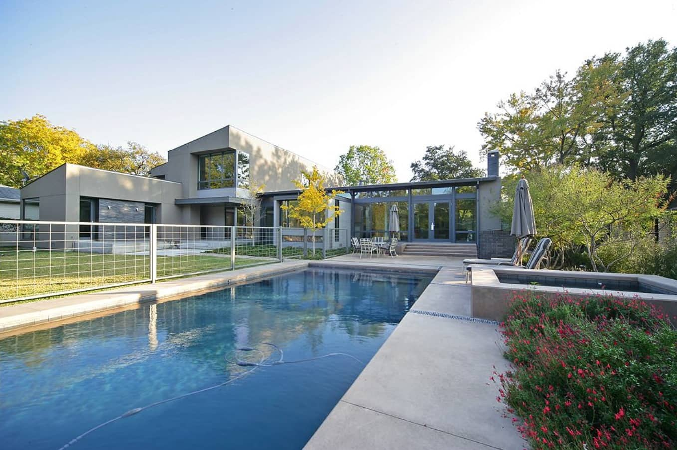 How to Choose the Appropriate Fence For Your Yard? The pool in the modern private house's courtyard with metal netting as a fence