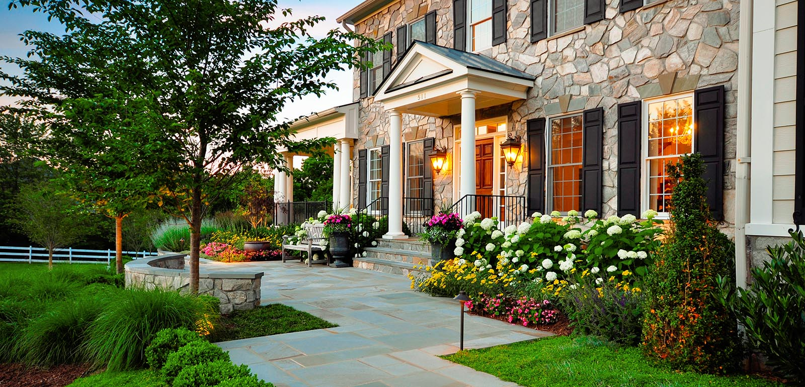 Best Landscape Design Ideas: Decorating Your Courtyard